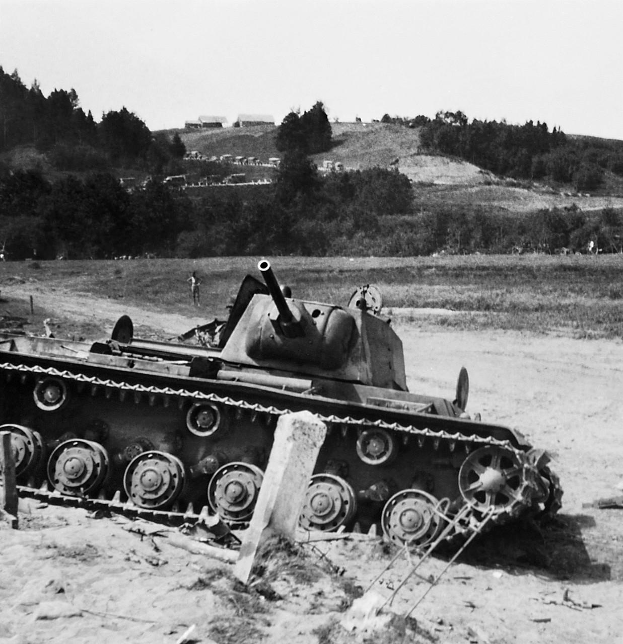 Один против дивизии: история боя танка КВ с немецкими частями в июне 1941 года