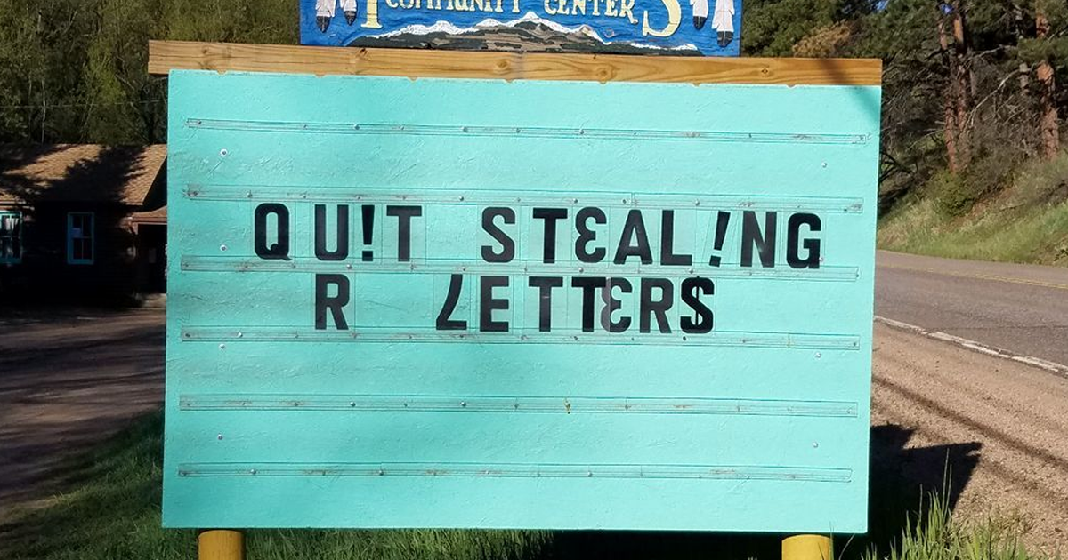 Community Writes Jokes On Their Sign And The Puns Are Priceless (40+ Pics)