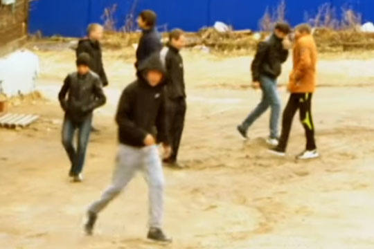 Банда «АУЕ» избила семью петербуржца