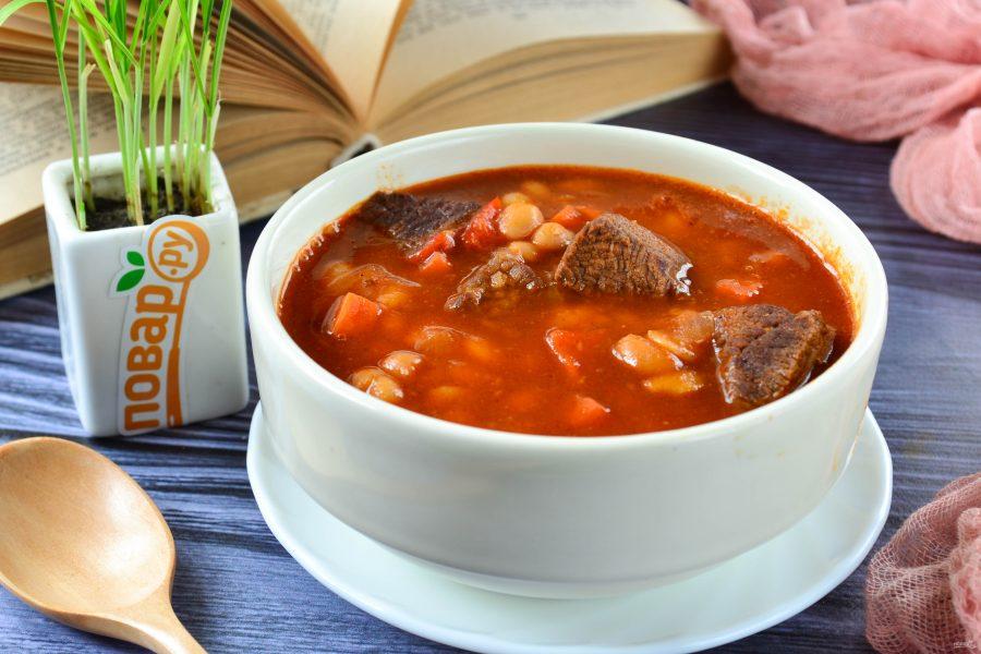 Густой суп из мяса, овощей и фасоли