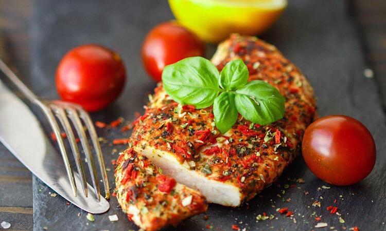 Восхитительно вкусное куриное филе по-итальянски
