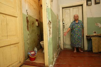 Россиянин выставил на продажу квартиру с бабушкой