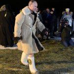Песков прокомментировал появившиеся в СМИ фото крещенского купания Путина