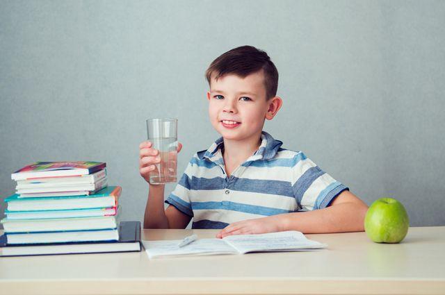 Рецепт пятёрок — H2O. Почему школьникам необходимо пить много воды