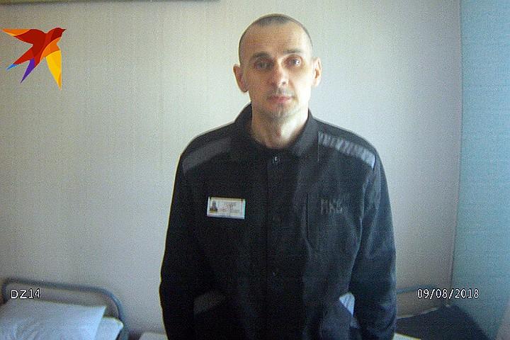Олег Сенцов - жив и здоров: ФСИН показал свежие фото арестанта