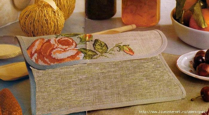 Вышивка крестом для кухни — роза с бутонами на салфетке