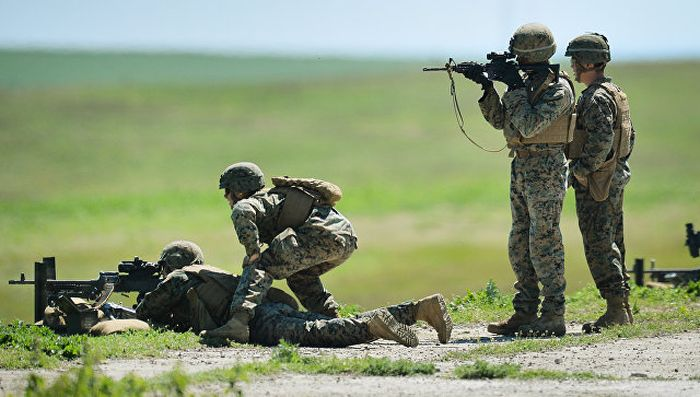 "Курам не до смеха: морпехи США ""освобождают Украину"""