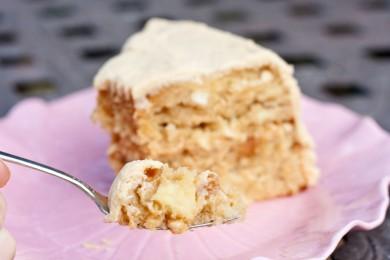 Карамельный торт с яблоками