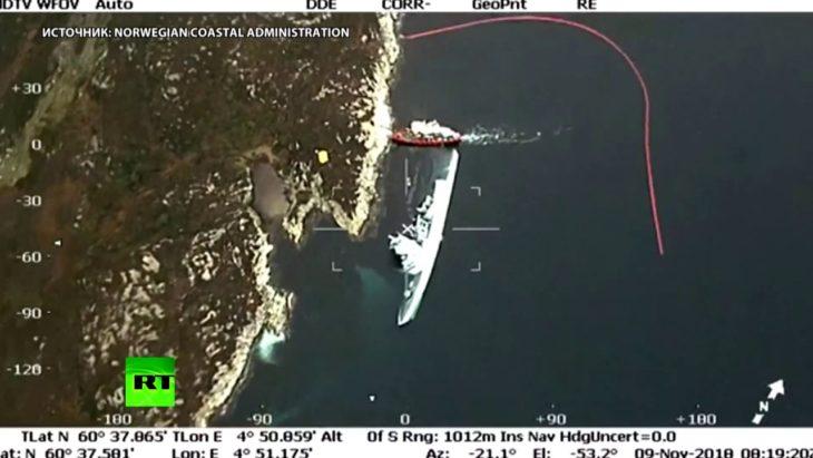 Вертолёт заснял лежащий на боку суперсовременный корабль невидимку ВМС Норвегии