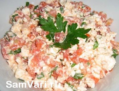 Салат с творогом, помидорами и перцем