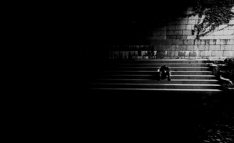 """""""Идя под мостом, я увидел бездомного мужчину. Хотя таких в Сеуле немного, эта сцена разбила мое сердце"""" корея, моменты, планета, путешествия, страна, фото, фотограф, южная корея"""