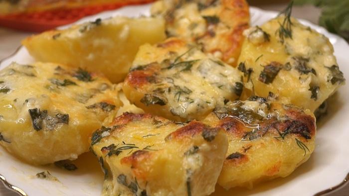 Картофель в духовке в чесноч…
