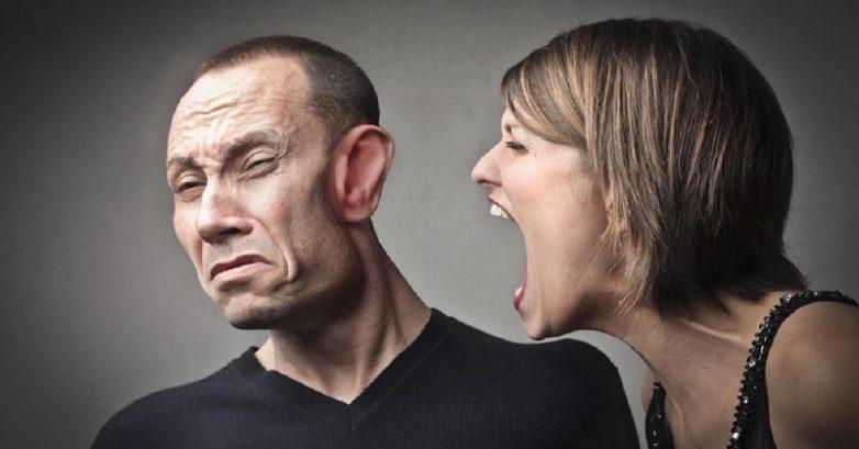 Почему у женщин случаются истерики в критические дни?