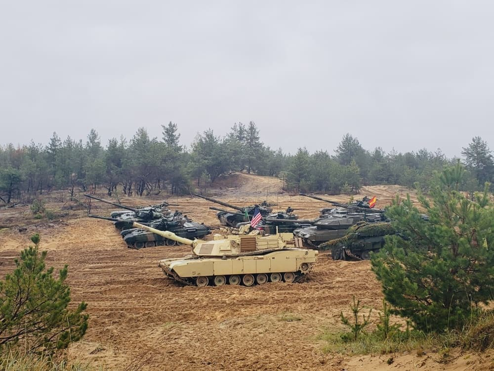 Неуклюжие танковые учения: НАТО постреляло вблизи российской границы