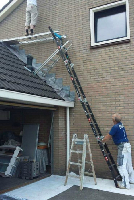 Конструкция из лестниц.