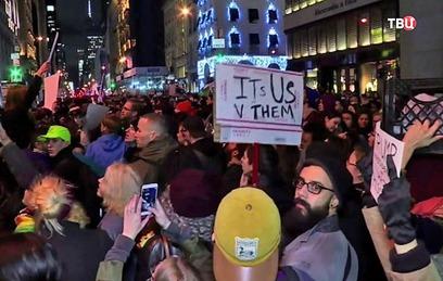 В Нью-Йорке митингующие требуют импичмента Трампа