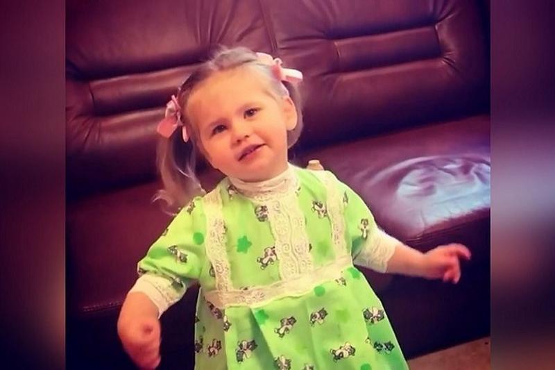 Дочка певицы Пелагеи Таисия (2 года 9 месяцев) спела песню Александры Пахмутовой