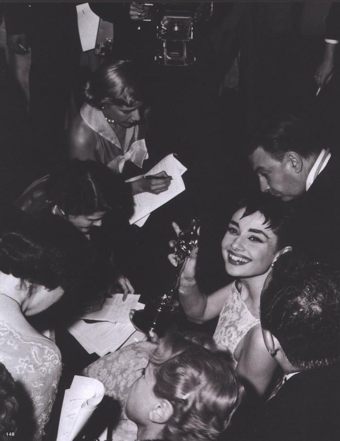 Одри Хепберн на получении Оскара за лучшую женскую роль (1953)