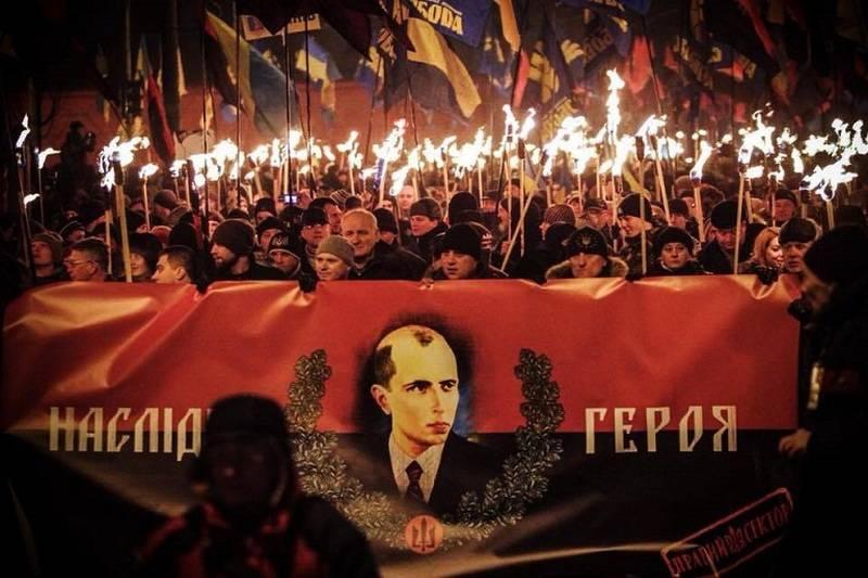 Климкин: Необходимо создать на Украине пантеон героев во главе с Бандерой