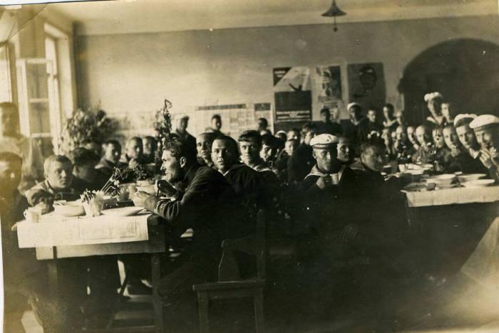 Обед группы 1-го Морского отряда ВВС в день авиации. 12 Июля 1925 года.