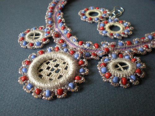 Потрясающие вязаные браслеты, серьги, колье. Вдохновляемся!