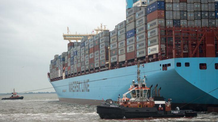 Датский контейнеровоз везет …