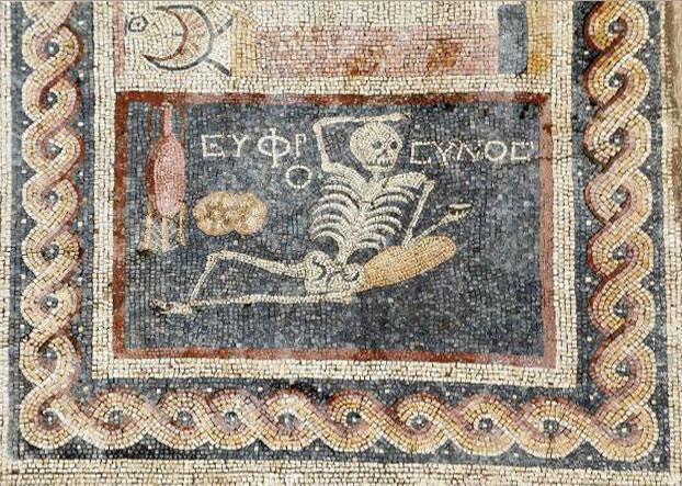В Турции нашли мозаику со скелетом-оптимистом