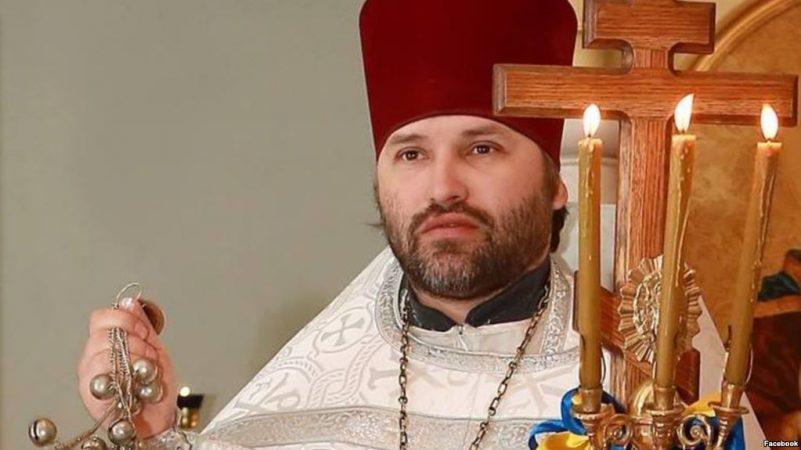 Украинский священник назвал победу российского батюшки в шоу Голос «плевком».