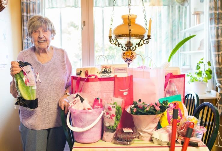 Не унывать — когда ей исполнилось 92, она осталась одна. А в 99 она стала блогером!