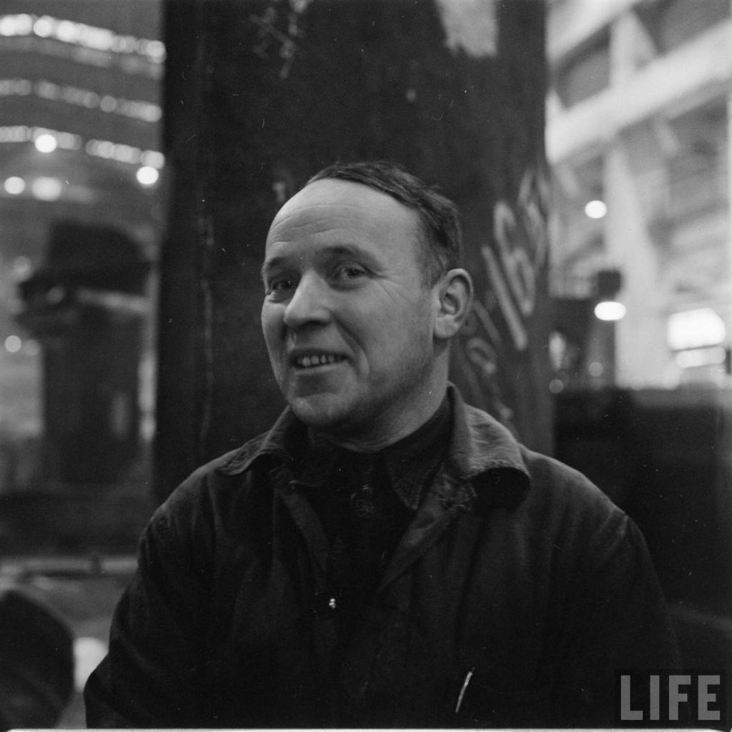 Жизнь семьи рабочего в СССР. 50-е годы. Фото из журнала Лайф