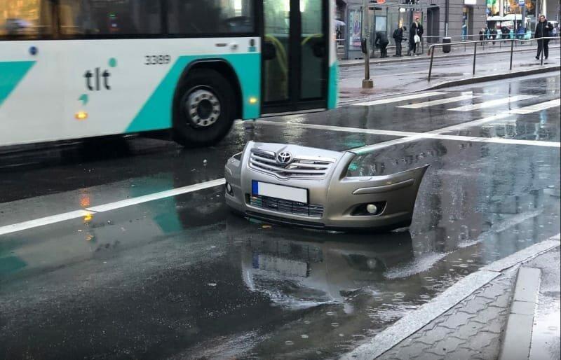 10. Это просто автомобильный бампер посреди улицы и такое бывает, обман зрения, приколы, смешные фото, смешные фотографии, странные фото, юмор
