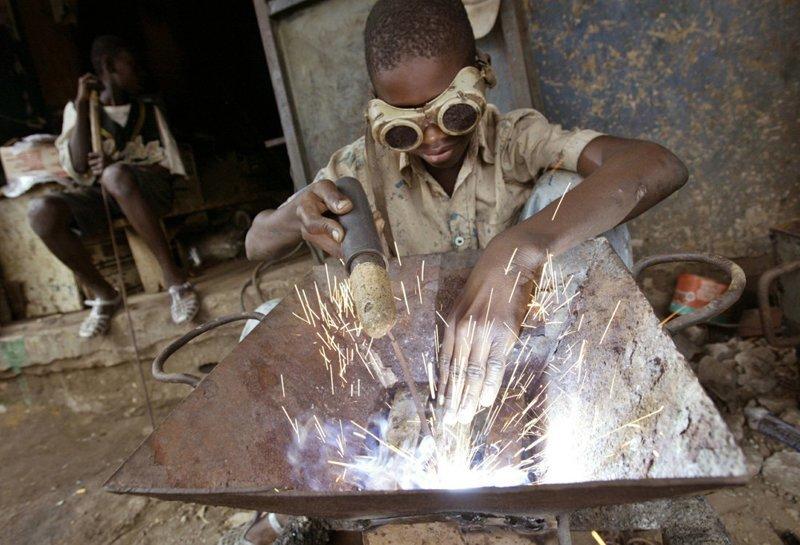 7. В Африке, как нигде, развит детский труд, который скорее похож на рабство Жуткие снимки, Трогает до слёз, дети, детский труд, рабство