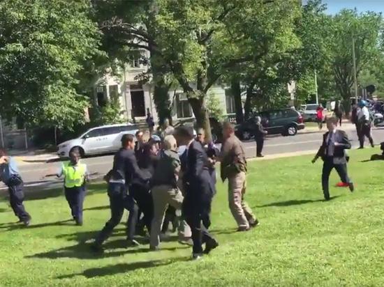 Появилось видео избиения охранниками Эрдогана протестующих в Вашингтоне