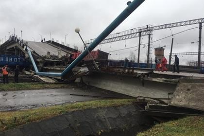 В Приамурье мост рухнул на поезд