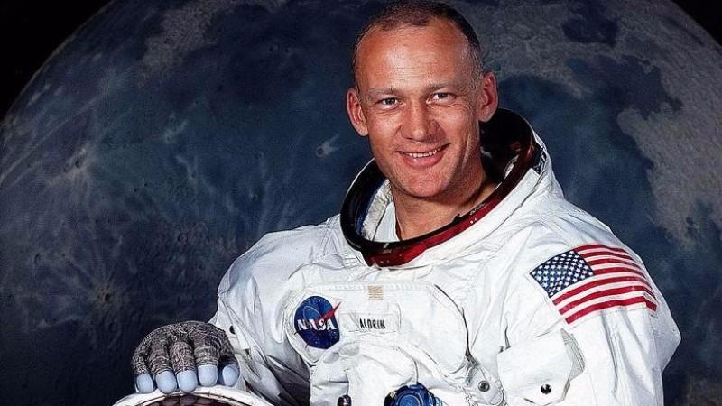 Астронавт Базз Олдрин: люди никогда не были на Луне