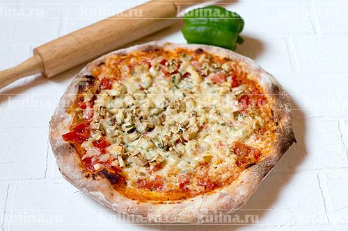 Подавать готовую пиццу к столу. Приятного аппетита!