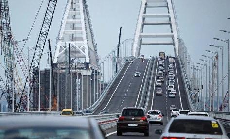 На мосту в Крым произошло первое ДТП