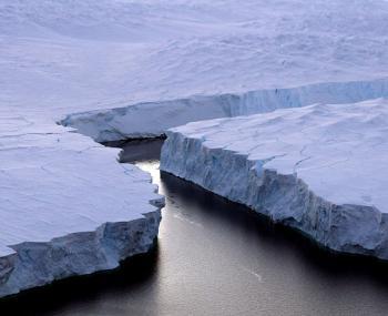 Гигантский айсберг весом 1 трлн т откололся от Антарктиды