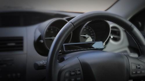 Автомобили GM будут бороться с отвлекающимися водителями