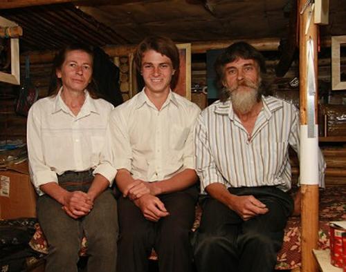 Сибирские отшельники. В начале 90-х молодые супруги ушли жить в лес...