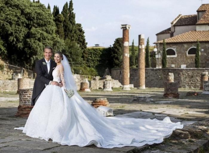 Наследница империи Swarovski вышла замуж в платье весом 46 кг. Торжество, которое всколыхнуло Сеть!