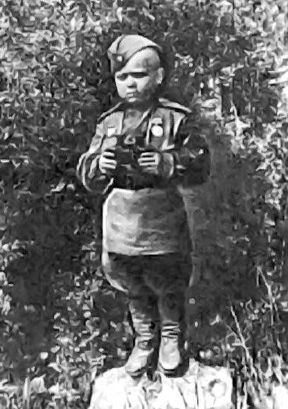 6 лет было сыну полка, Сереже Алешкову в 1942 году...