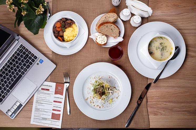 Перекусы на работе: выбираем правильную еду