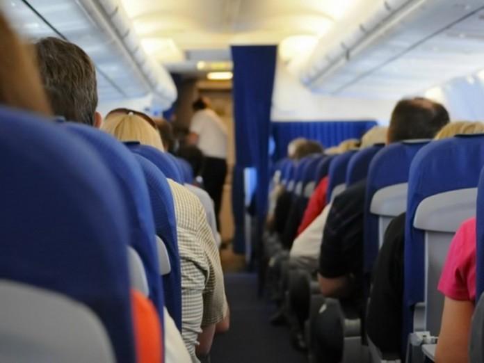 Веселый анекдот про случай в самолете