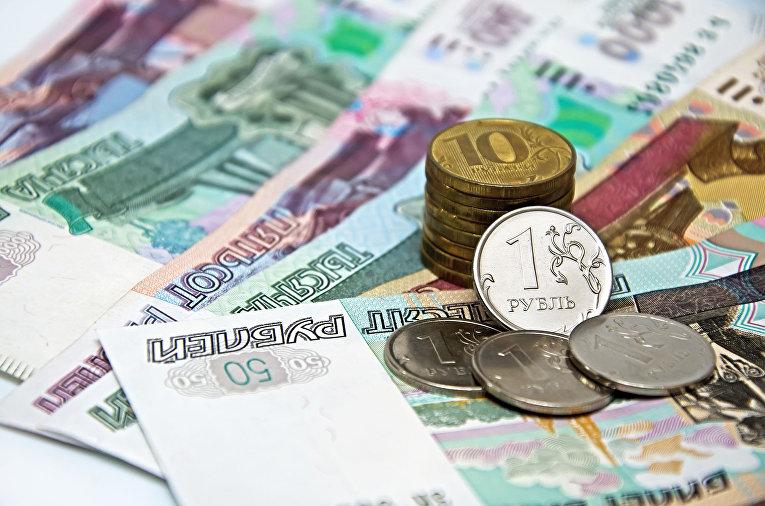 Рубль обновляет максимум к д…