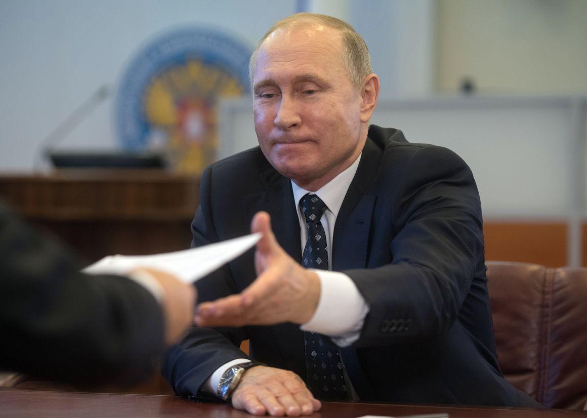 Волонтеры начали сбор подписей в поддержку Путина на выборах-2018