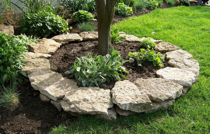 Камень – один из самых прочных и долговечных строительных материалов, который часто применяют в ландшафтном дизайне.