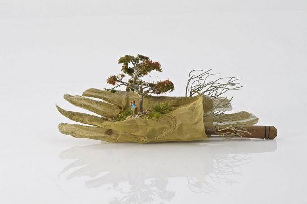 Миниатюрные пейзажи на домашней утвари и вещах - работы Кендалл Мюррей