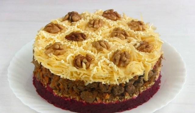 Праздничный слоеный салат «Вечер декабря». Специально для любителей куриной печени!