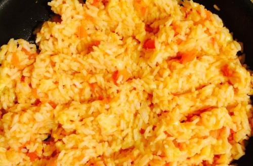 Самый вкусный рис с сыром и помидорами.